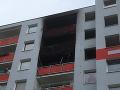 Tragédia v Čechách: FOTO Obrovský výbuch a potom požiar! Muž vyskočil z horiaceho bytu