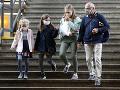 KORONAVÍRUS Česko zavádza povinné rúška počas vyučovania a obmedzuje prevádzku reštaurácií