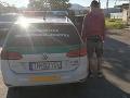 FOTO Mladý vodič šoféroval v Trenčíne pod vplyvom drog: Hneď mu zobrali vodičák