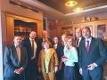FOTO Silné momenty v Bielorusku: Laureátku Nobelovej ceny prišli chrániť diplomati, je medzi nimi aj náš