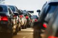 Vodiči, pozor! Dopravné nehody a preplnená premávka, na týchto úsekoch v Bratislave si počkáte