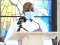 VIDEO Kňaz s rúškom na tvári čítal kázeň, no zrazu prestal: Veriaci sú z toho, čo sa stalo, v šoku