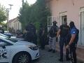 FOTO NAKA zasahovala na Záhorí: Akcia s názvom Kliešť, podozrenie z násilnej trestnej činnosti