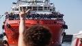 Migranti zachránení dánskym tankerom sa vylodili na Sicílii: Na mori boli 40 dní