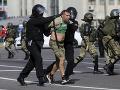 Protesty v Bielorusku neutíchajú: V nedeľu polícia zadržala viac ako 500 účastníkov