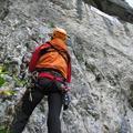 Uviazol na skale, musela ho zlaniť horská služba