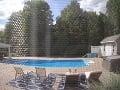 VIDEO Muž si schrupol pri bazéne, niečo ho pošteklilo na nohe: Keď sa zobudil, premkla ho hrôza
