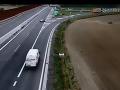 VIDEO neuveriteľného manévru na R7! Riskantná jazda v protismere, z tohto vám stúpne tlak