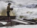 Tropická búrka Beta by mala do utorka zasiahnuť pobrežie Texasu