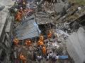 Ničivé zrútenie obytnej budovy v Indii: O život prišlo najmenej 10 ľudí