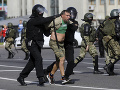 Bieloruská polícia v nedeľu zadržala 442 ľudí: Väčšina z nich zostáva vo väzbe