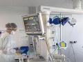 Ďalšia potvrdená obeť KORONAVÍRUSU! Muž zomrel v trenčianskej nemocnici