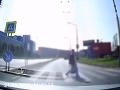 Autentické VIDEO z nehody na priechode pre chodcov: Nič pre citlivé povahy! Polícia varuje