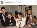 Victoria Beckham so svojou rodinou.