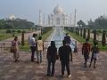 Malá skupina indických turistov