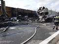 Tragédia na českej D1: FOTO Kamióny aj osobné auto začali po nehode horieť, medzi troma obeťami je aj dieťa