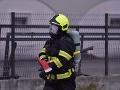 Pri požiari v bratislavskej bytovke zomrel muž, nie je vylúčené ani cudzie zavinenie