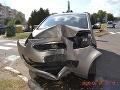 Dopravná nehoda v Košiciach: FOTO Dôchodcovský pár vrazil do stromu, ťažko sa zranili