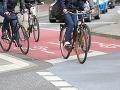 Chodci a cyklisti v uliciach si idú po krku: Otrasný ranný zážitok dôchodkyne