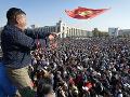 FOTO Demonštranti v Kirgizsku oslobodili väzneného exprezidenta: Nepokoje si vyžiadali obeť