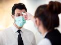 KORONAVÍRUS ÚVZ vyzýva ľudí, aby s príznakmi COVID-19 nechodili do práce