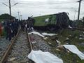 FOTO Obrovská tragédia v Thajsku: Pri zrážke vlaku s autobusom zomrelo najmenej 17 ľudí