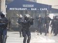 Desiatky osôb zaútočili na policajnú stanicu na predmestí Paríža: Nestalo sa tak prvýkrát