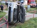 Opitá vodička z Košíc to poriadne prepískla: FOTO S autom skončila na streche