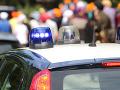 Polícia zadržala údajnú ženu kardinála Becciu: Obdržať mala tisíce, zatykač na ňu vydala Svätá stolica
