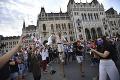Študenti divadelnej univerzity SZFE v Maďarsku protestovali pred ministerstvom