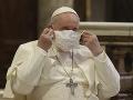 KORONAVÍRUS Pápež František odslúžil omšu za svetový mier: FOTO Po prvýkrát mal na sebe rúško