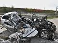 VIDEO Pokazený kamión odstavili na krajnici a... tvrdý náraz! Auto na šrot, vodič sa druhýkrát narodil