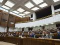 Na poslaneckých asistentov dáva Kancelária NR SR ročne milióny eur