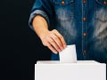 Voľby v Kirgizsku: Prezidentom bude Žaparov, voliči sa vyslovili za prezidentský systém