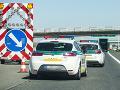 Vodiči v Bratislave sa zdržia na viacerých úsekoch, okrem kolón hlási polícia aj nehodu