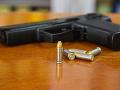 Smrteľná dráma v USA: Chlapec (3) sa zastrelil pri hre s nájdenou zbraňou na vlastnej oslave narodenín