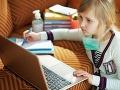Školáčka (7) nechala počas online hodiny zapnutú kameru: Zhrozená učiteľka, odhalila strašný hnus