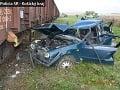 FOTO Hrozivá zrážka auta s vlakom: Malý zázrak, vodič vyviazol s ľahkými zraneniami