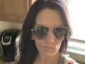 Brunetka si spravila SELFIE, aby sa pochválila priateľovi: Keď zbadala odraz v okuliaroch, stuhla od hrôzy