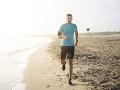VIDEO Muž si bol zabehať na pláži, keď sa mu niečo priplietlo pod nohy: Pohľad dole ho šokoval