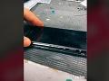 VIDEO Technik mal opraviť pokazený iPhone: Keď ho otvoril, ostal v šoku, našiel v ňom...