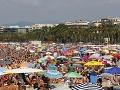 Do Európy sa rozšíril nový variant KORONAVÍRUSU: Podľa vedcov za to môžu dovolenky v Španielsku!