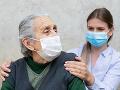 KORONAVÍRUS Analytici opäť nespokojne krútia hlavou: Seniori nad 80 rokov sú podľa ich dát štátu ukradnutí