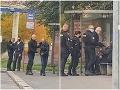 VIDEO Policajt na zastávke vyfackal muža bez rúška: Sám ho pritom nemal! Incident vzbudil ostrú kritiku