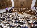 Poslanci začali deň diskusiou k novele zákona o obetiach trestných činov