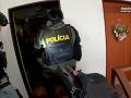 Dvaja mladí muži obvinení z drogovej činnosti: Polícia prehľadala priestory, našli množstvo dôkazov