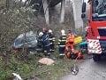 Vážna nehoda pri žilinskej mestskej časti: FOTO Osobné auto spadlo z mosta