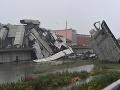 V súvislosti so zrútením mosta v Janove polícia vydala šesť zatykačov