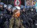 KORONAVÍRUS Demonštranti v Berlíne zranili 77 policajtov: Zadržaných bolo 365 ľudí