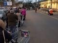Česi kvôli novému nariadeniu vyčkávali v radoch pred obchodmi: Ženy s kočíkmi bez vozíkov vyhadzovali?!